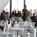 Scandale dans un restaurant chic : Les beaux devant,les moches placés au fond!