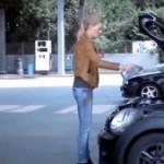 Voici comment les filles changent l'huile de leurs voiture