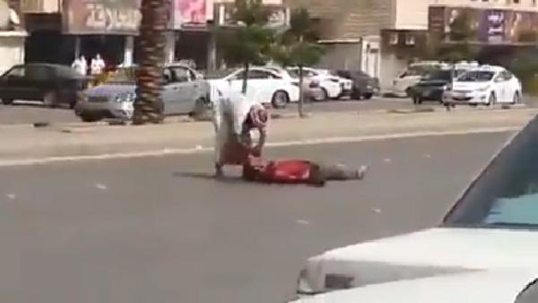 arabie saoudite il tue un homme dans la rue de plusieurs coups de couteau. Black Bedroom Furniture Sets. Home Design Ideas