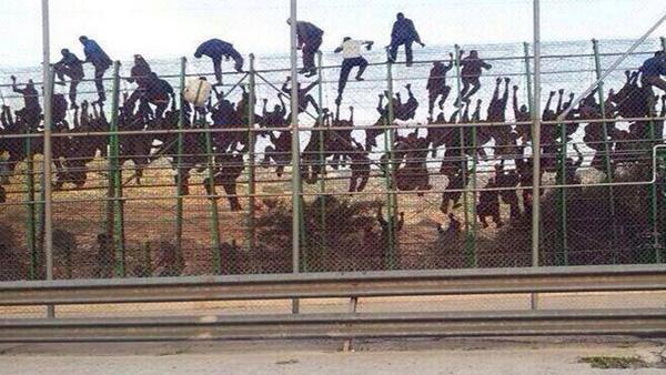Nouvelles tentatives d'assaut de la frontière par les migrants