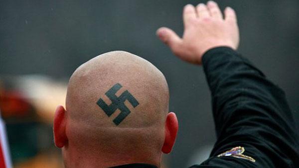 Allemagne: néonazis et hooligans veulent chasser les salafistes (vidéo)