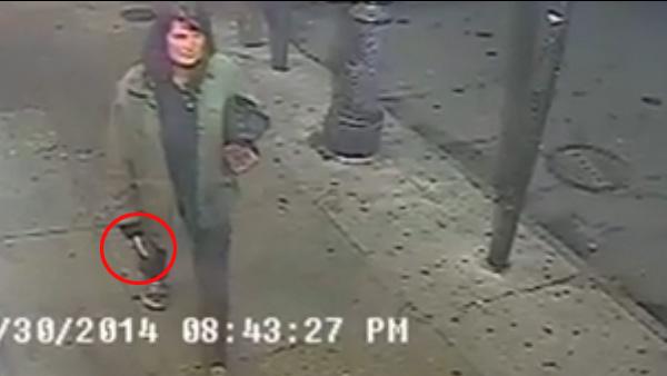 Une femme poignarde au hasard des passants aux USA