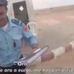 La sécurité nationale arrêtent des touristes espagnoles et leur demandent de l'argent et des cadeaux