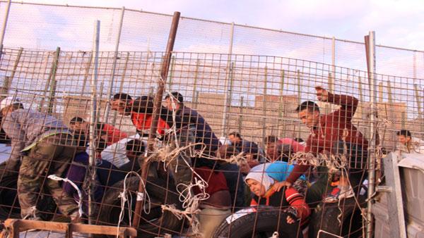 Reportage télévision allemande: les transporteurs contrebande à la frontière de Beni Ansar