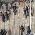 Le Maroc et l'Espagne empêchent une importante vague de migrants d'entrer à Melilla