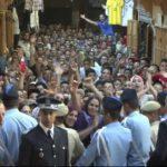 Bain de foule pour Mohammed VI à la médina de Fès