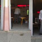 Le chef du bureau à kenitra REMPLIS les bulletins dans l'urne