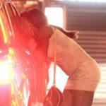 Kariat Arekmane : Lors d'une soirée bien arrosée, il découvre que sa sœur est une prostituée